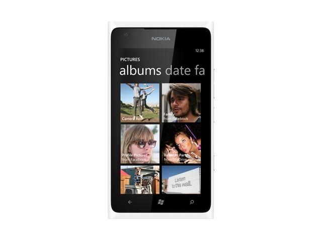 obsah balení Nokia Lumia 900 White + Pouzdro Krusell SlimCover