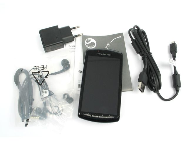 obsah balení Sony Ericsson Xperia PLAY - bílá