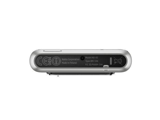 obsah balení Nokia N8 Silver White + Solární nabíječka Powermonkey-eXplorer